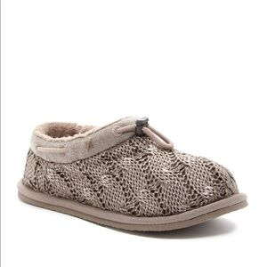 NWT UGG Freesia Cable Knit Slippers